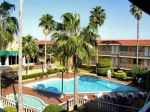 quality-inn-piedras-negras-pool.jpg
